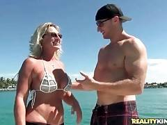 Lady readily lets her new friend enjoy the view of her boobs.